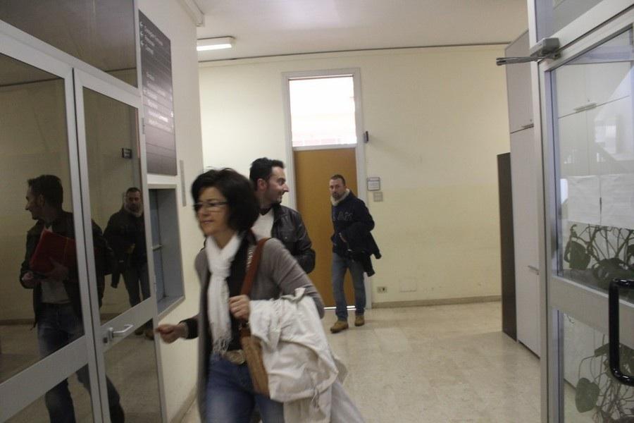 Gi agenti della Squadra Mobile al lavoro in Comune a Diano Marina (immagine di repertorio)