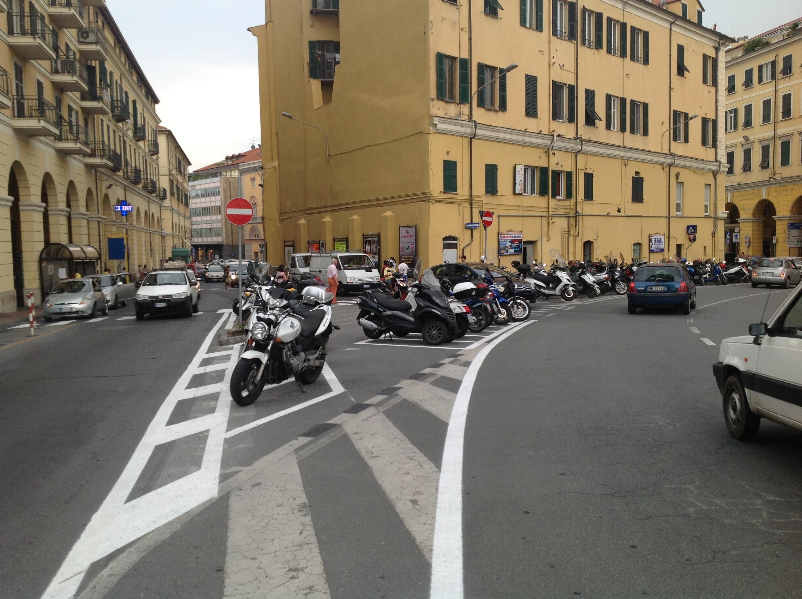 I nuovi parcheggi in via Don Abbo