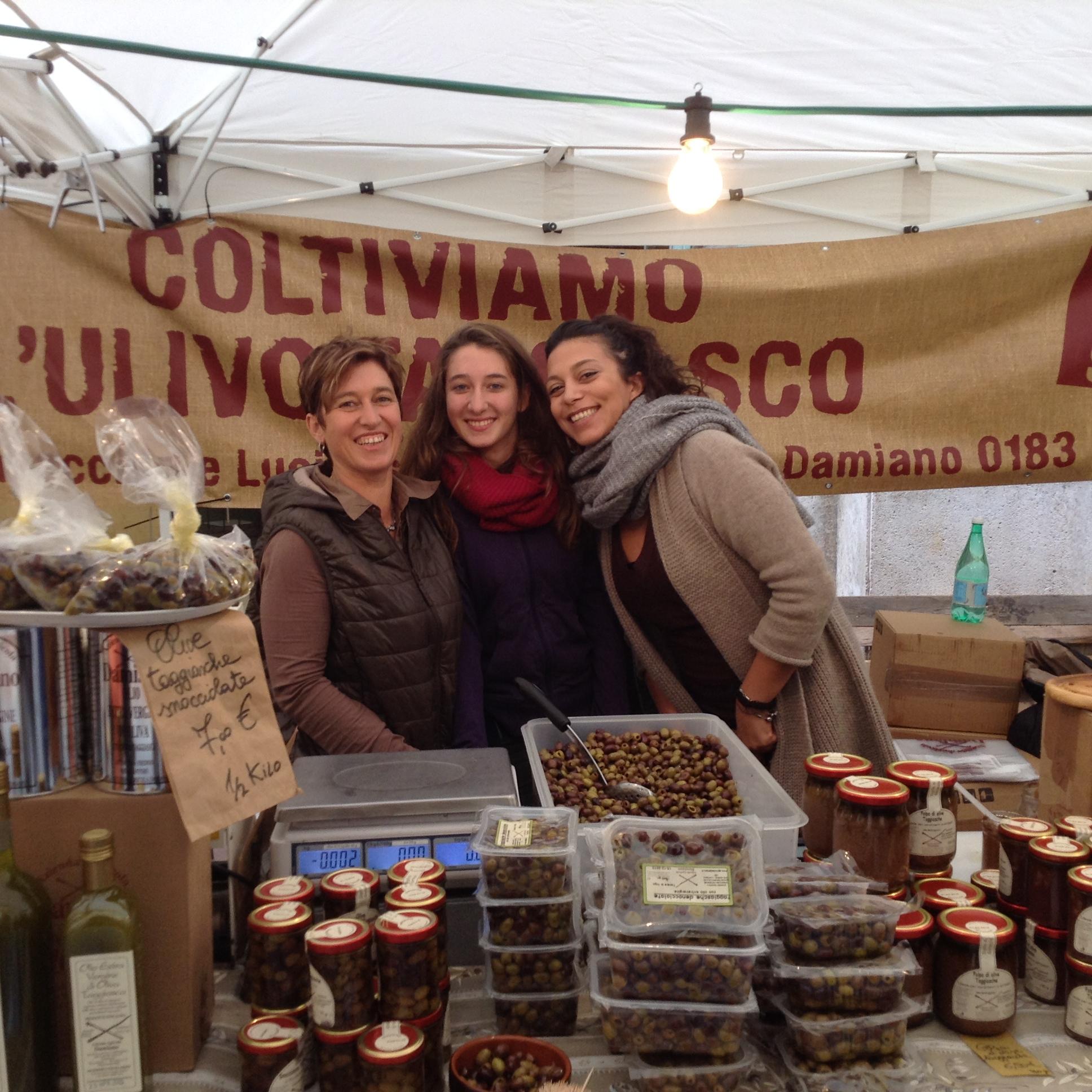 Arianna, Stefania e Maria dell'Azienda Agricola Damiano