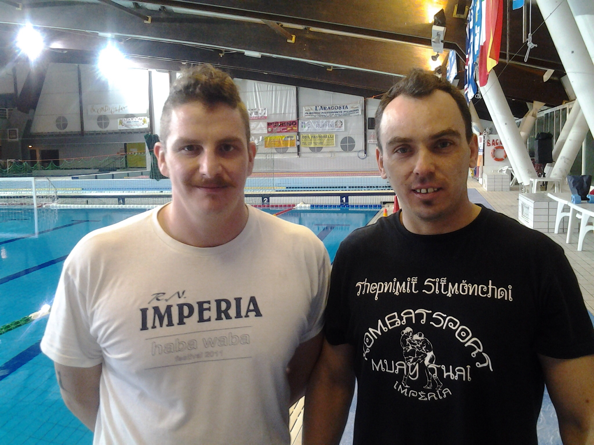 Nella foto a sinistra  Stefano Fratoni allenatore a2 squadra maschile di pallanuoto ed a destra  Marian Landa Kombat