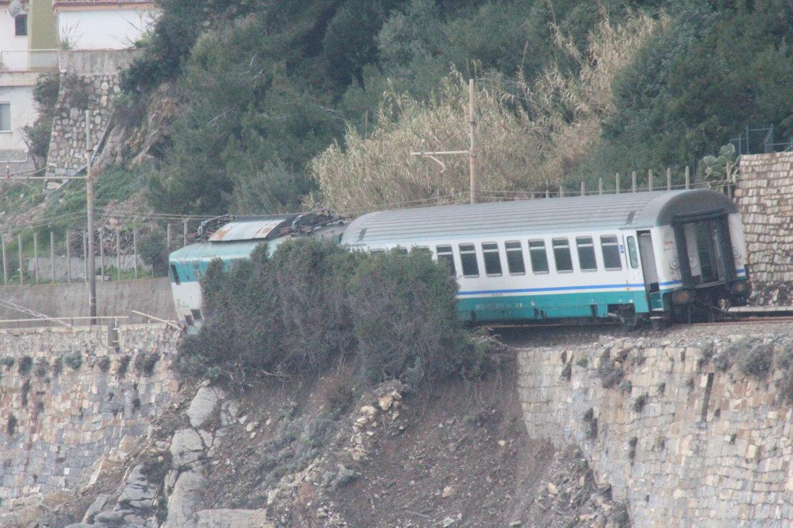 treno deragliato andora vagoni (13)