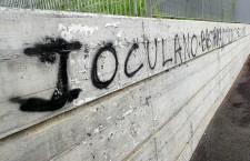 enrico-ioculano-rosella-dominici-scritta-diffamazione-no-borders-migranti-ventimiglia