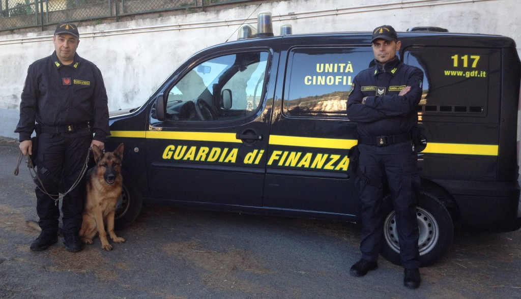 arresto-confine-finzna-droga-autobus
