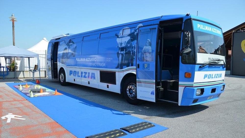 pulmann-azzurro-polizia