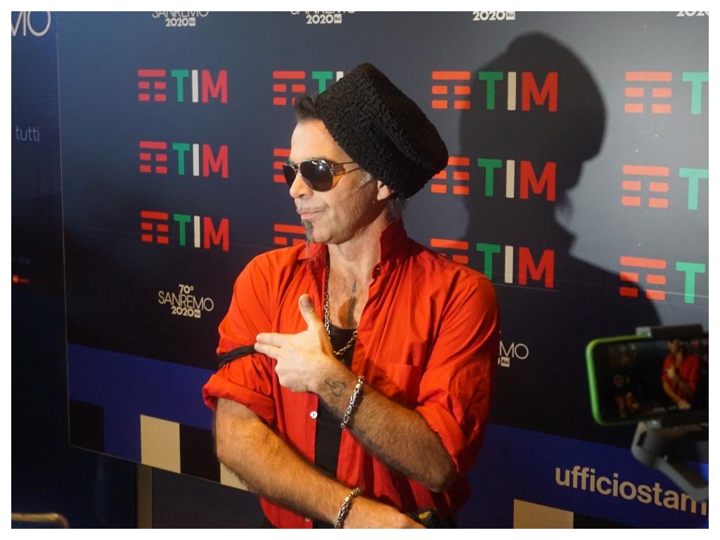 Sanremo, Piero Pelù: perché si è esibito con il lutto al braccio